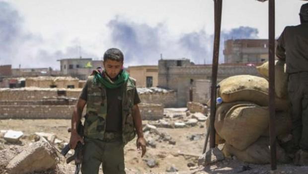 YPG, kontrolündeki 8 mahalleyi Suriye rejimine bıraktı