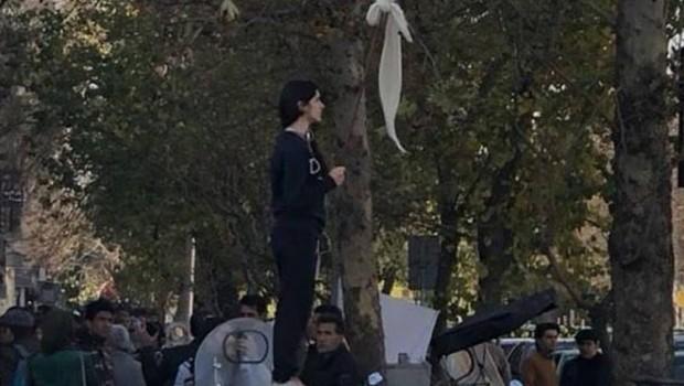 İran'da başörtüsü protestosuna 2 yıl hapis