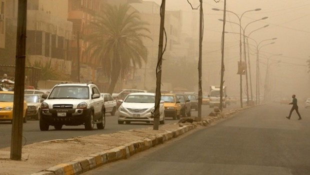 Irak'ta kum fırtınası hayatı durdurdu