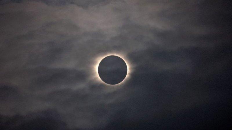 Tarihin en büyük güneş tutulmasından muhteşem görüntüler....