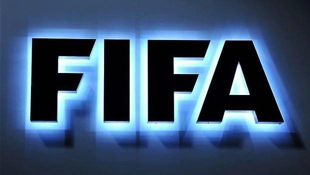 FIFA, kurdek wek rojnamevanê profesyonel hilbijart