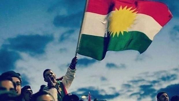 Li bajarê Sine 4 kes ji ber bilindkirina alaya Kurdistanê hatin girtin