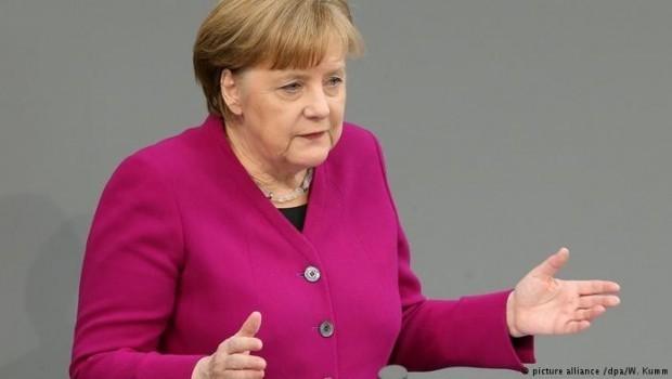 Merkel: Rûdanên li Efrînê nayêne qebûlkirin, em bi tundî şermezar dikin
