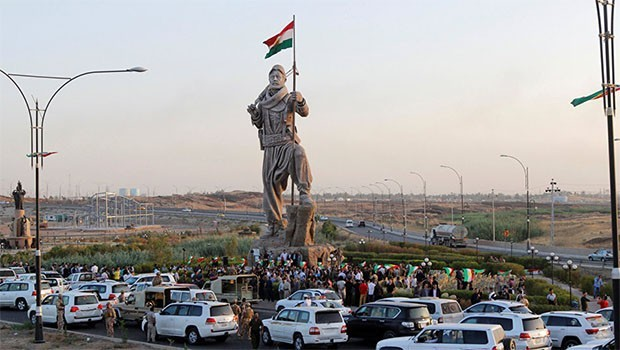 PDK: Bêyî ala Kurdistanê em venagerin