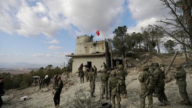Tirkiye: Li Efrînê namînin