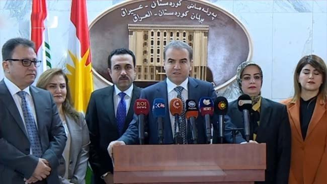 Parlamentoya Kurdistanê helmetekî alîkariyê bo koçberên Rojavayê Kurdistanê ragehand