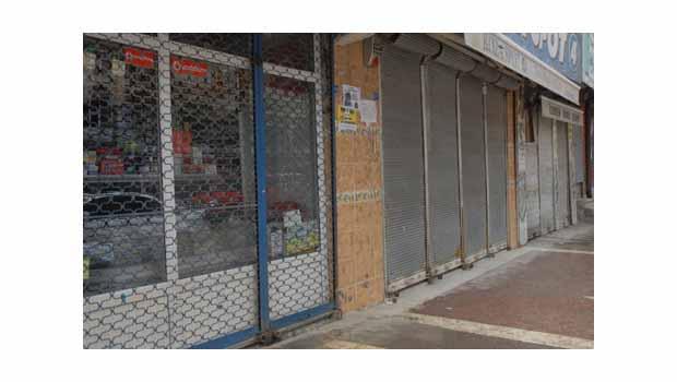 Yüksekova'da kepenkler kapalı
