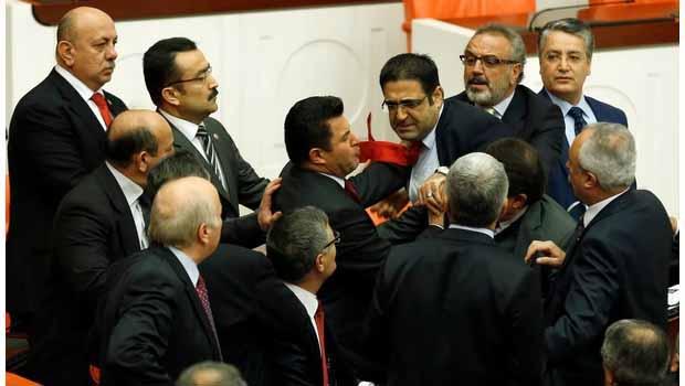 Meclis'te Kürdistan üzerinden yumruklu tartışma
