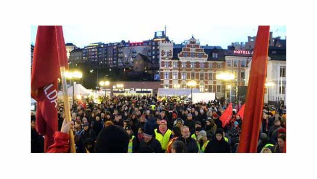 İsveç'te Binlerce Kişi Irkçılığa Karşı Gösteri Yaptı