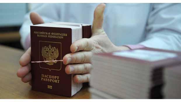 Rusya, Kırım'da pasaport dağıtmaya başladı