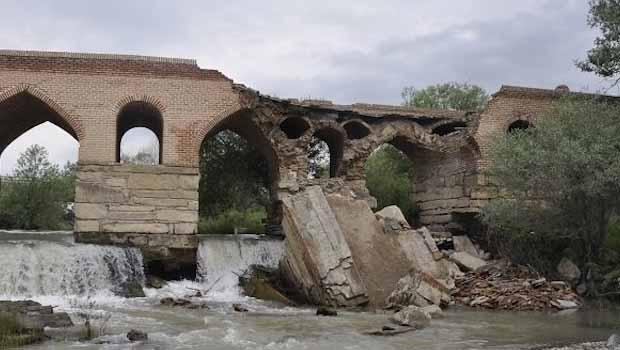 Urmiye'nin tarihi Baranduz Köprüsü