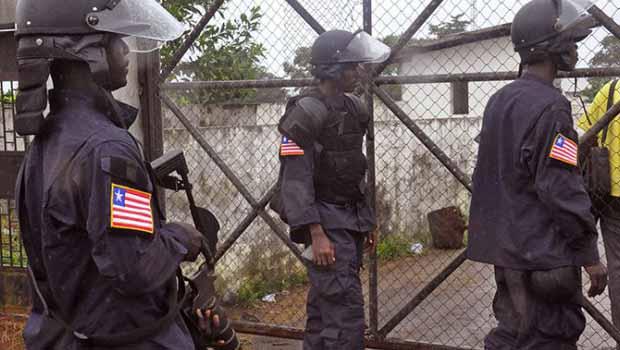 50 bin kişiye ebola karantinası