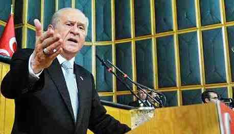 Bahçeli: Davutoğlu Türkçe'yle Kürtçe'yi eşit kefeye koyamaz