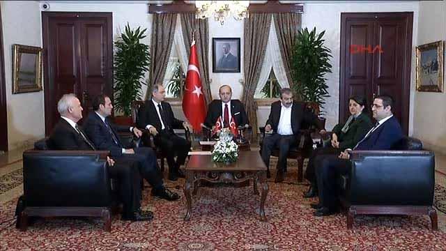 AKP çözmüyor; çözüyor
