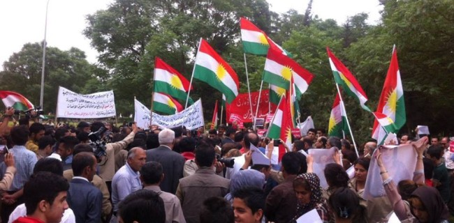 Erbil'de, Mahabad'a destek yürüyüşü başladı