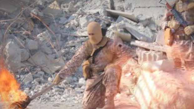IŞİD 3 kişiyi canlı canlı yaktı