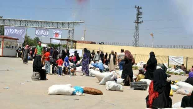 Serêkaniyê'den kaçan halk Kuzey Kürdistan'a sığınıyor