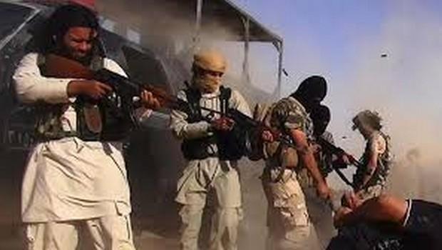 IŞİD'liler birbirini vurdu : 32 ölü