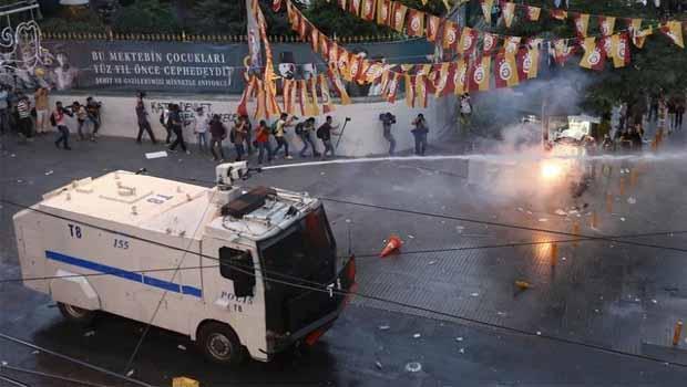 Suruç katliamı çeşitli illerde protesto ediliyor