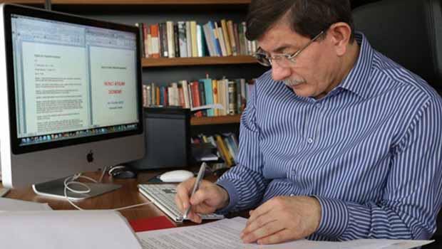 Davutoğlu'nun masasındaki son anket AKP'ye moral kaynağı oldu