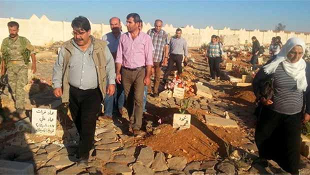 PYD'nin mütevazi lideri Salih Müslim şehit oğlunun mezarı başında