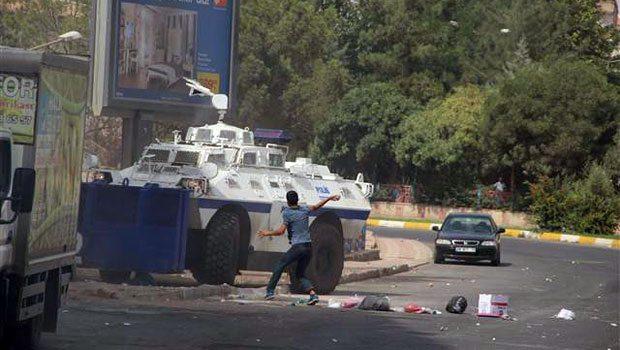 Diyarbakır'daki operasyonlarda 1 polis yaşamını yitirdi