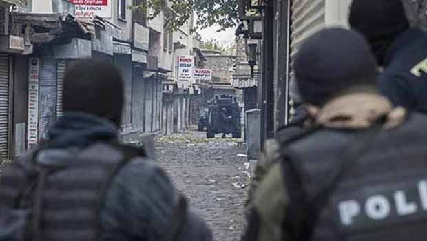 Sur'da 3 polis kanasla vuruldu