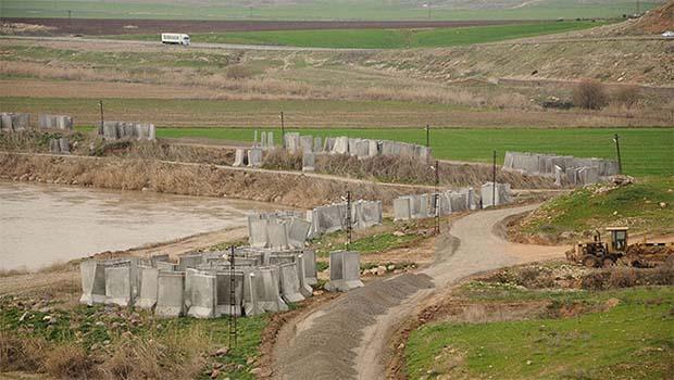 Türkiye, tüm Batı Kürdistan sınırına beton duvar örüyor...