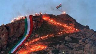 Dağ Dağa Kavuşmaz Ama Kürdistanlılar Her Dağda Newroz Ateşi Yakar