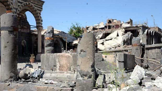 Sur'un sembolü Kurşunlu Camii'nin fotoğrafları dehşete düşürdü