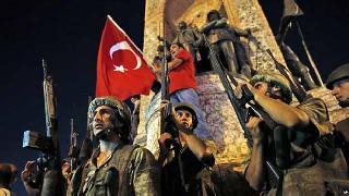 Türkiye'de darbe girişimi, Kürdistan'da Türk seviciler!