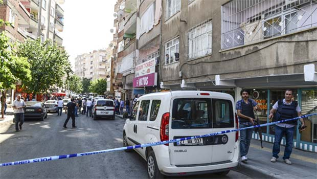 Diyarbakır'da polise saldırı!