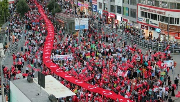 Kürdistan'da Türk Bayrağıyla Yapılan Yürüyüşler