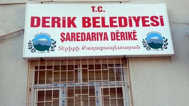 Derik Belediyesi'nin tabelası yeniden 3 dilli
