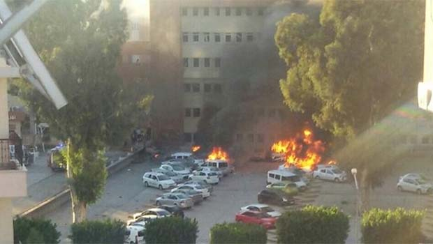 Adana Valiliği önünde bombalı araç saldırısı