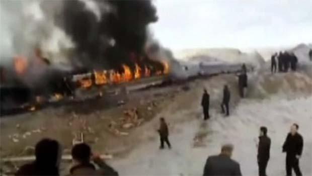 İran'da iki yolcu treni kafaya çarpıştı! [VİDEO]