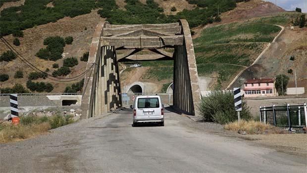 Dersim- Pülümür- Erzincan karayolu çift yönlü kapatıldı