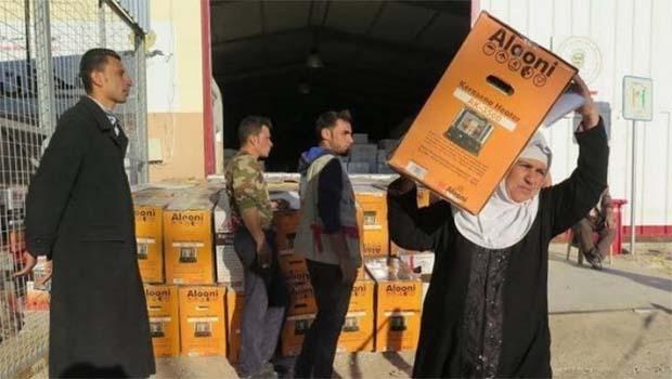 Barzani Yardım Vakfı'nda Dîbeg Kampı'ndaki göçmenlere yardım