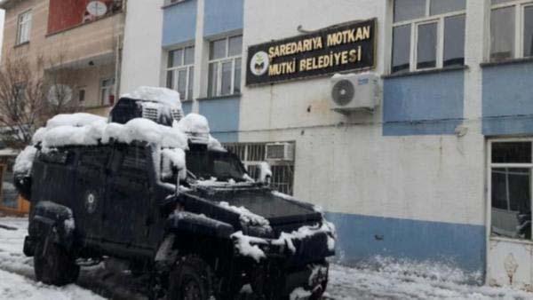 Bitlis'te üç belediye başkanına gözaltı