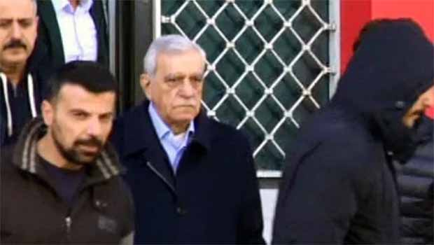 Ahmet Türk hastaneye gitmeyi reddediyor
