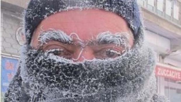 Ağrı'da eksi 37 derecede güldüren diyalog: Hava soğuk mu? [VİDEO]