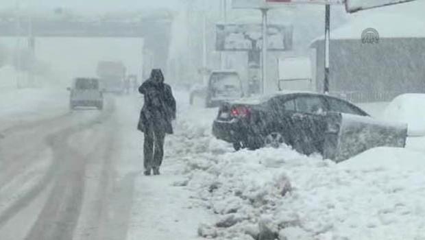 Bitlis'te tüm yollar ulaşıma kapatıldı