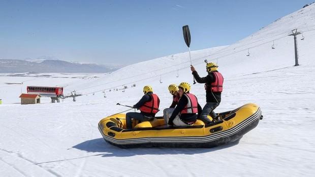 Van'da karda rafting heyecanı