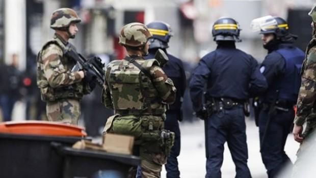 Paris'te zarflı patlama