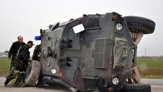 Kars'ta zırhlı araç devrildi