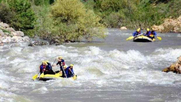 Botan Çayı'na gelene rafting ücretsiz