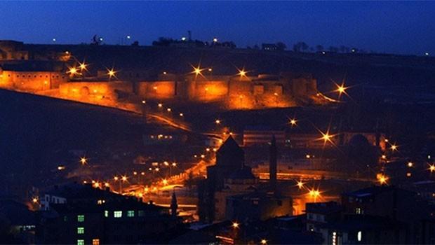 Kars ya Ankara'ya Kapılarını Kapatmalı, yada…