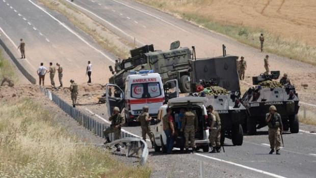 Lice'de askerlerin geçişi sırasında patlama
