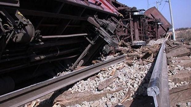 Elazığ'da tren raydan çıktı: 2 ölü
