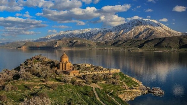 İran, Van'daki kiliseye 7 asırlık çanını iade edecek